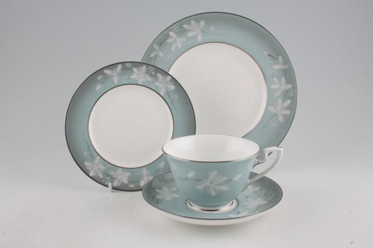 Royal Worcester - Moonflower & Royal Worcester Moonflower | Weu0027ll find it for you